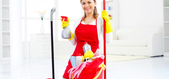 Уборщик служебных помещений по ЕТКС: как правильно выполнять уборку?