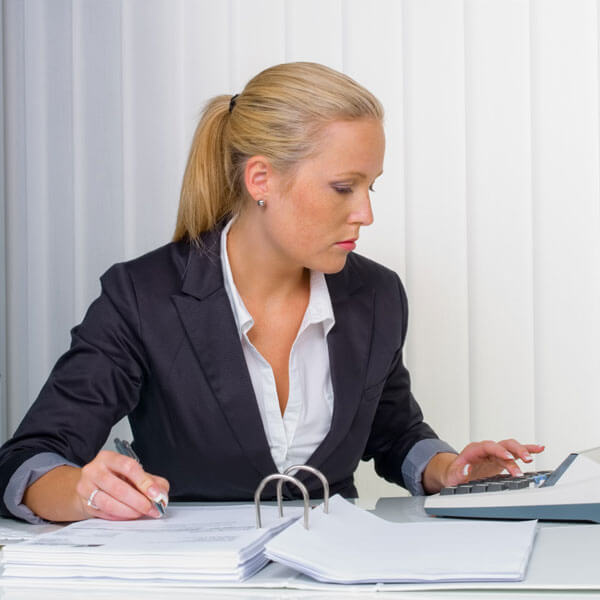 Женщина-бухгалтер